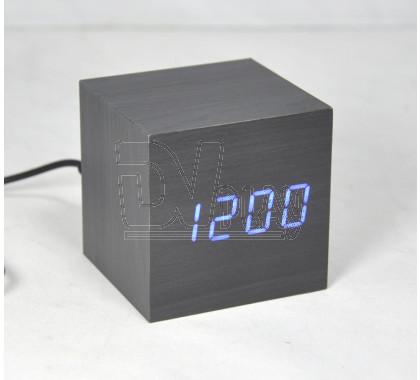 VST-869-5 часы настольные в деревянном корпусе (черный корпус, синие цифры)