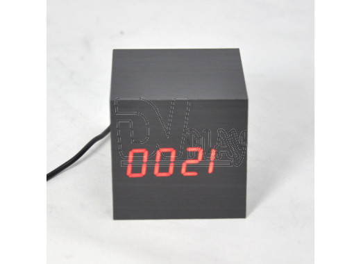 VST-869-1 часы настольные в деревянном корпусе (черный корпус, красные цифры)