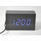 Часы электронные в деревянном корпусе с синей подсветкой