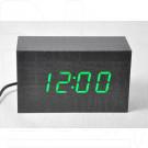 Часы электронные в деревянном корпусе с зеленой подсветкой